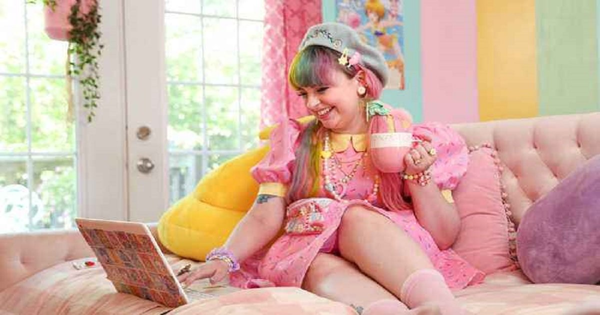 """k3 1.jpg?resize=412,232 - Anime-Loving """"Kawaii"""" YouTuber Lives A Colorful Life In Her Rainbow-Themed House"""