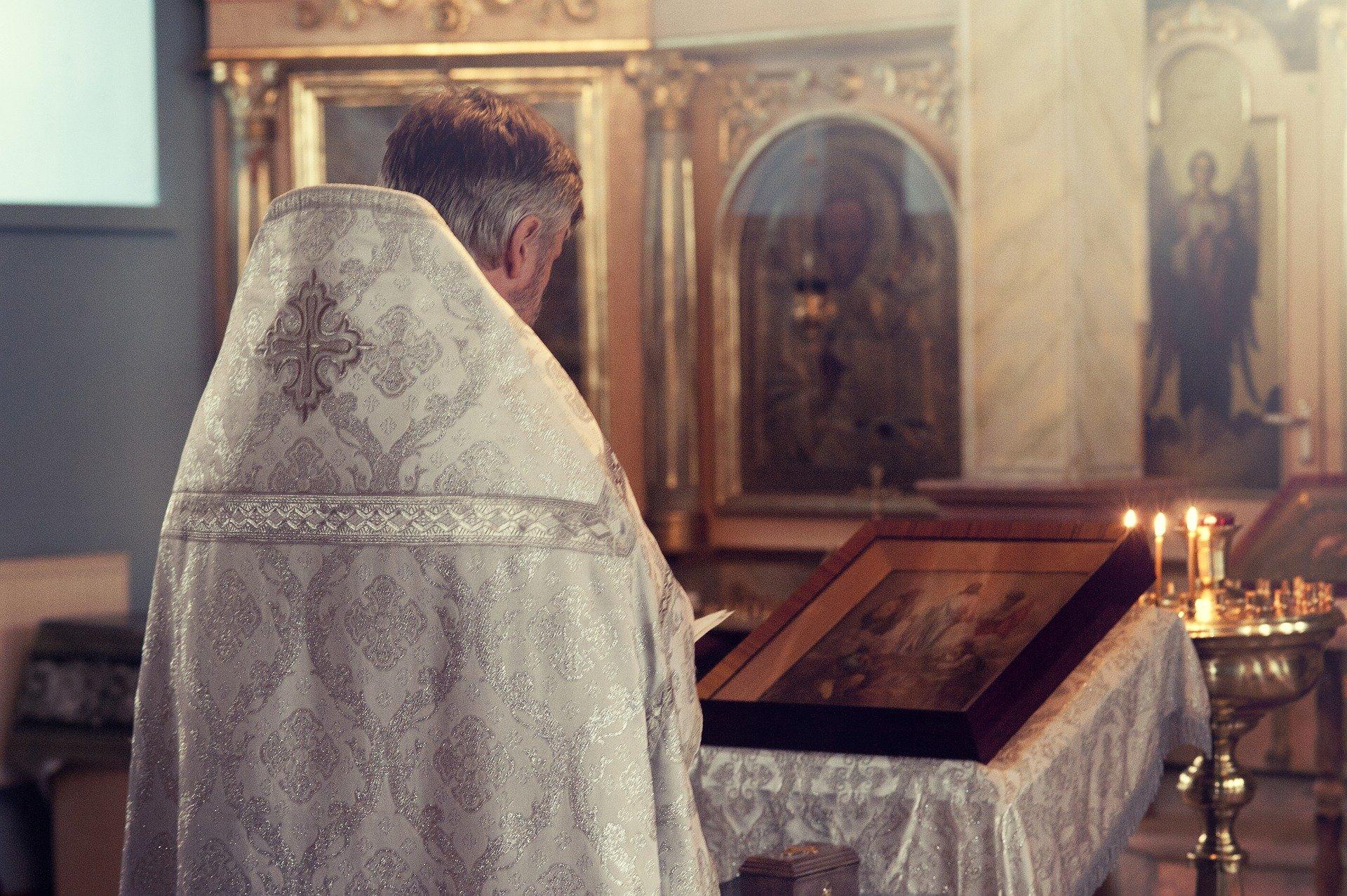priest 2586055 1920.jpg?resize=412,275 - Chargé d'enquêter sur des abus sexuels, un évêque est lui-même accusé d'abus sexuels