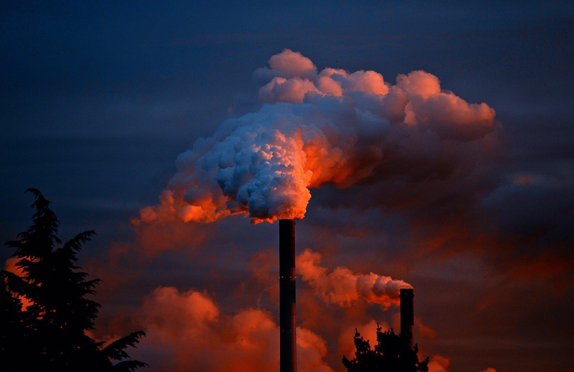 smoke 258786 1920.jpg?resize=412,275 - LREM repousse à  2026 une loi contre l'huile de palme et provoque un tollé