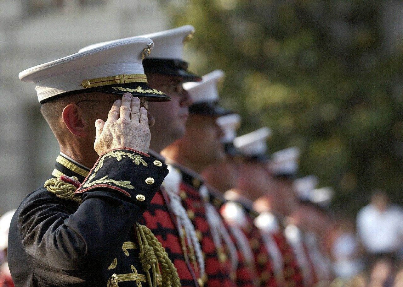 soldiers 559761 1280.jpg?resize=412,232 - Lors de la cérémonie du 11 Novembre, des veuves de soldats morts en mission, ont fait des témoignages touchants