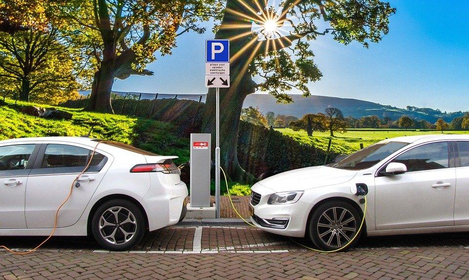 voiture e.jpg?resize=300,169 - Il est maintenant possible de recharger une batterie de voiture électrique en 10 minutes