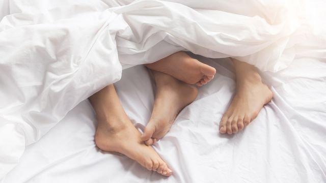Resultado de imagen de sleeping naked