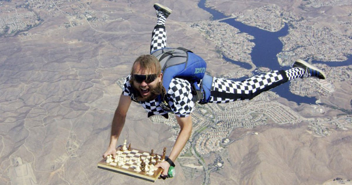 chessdiving.jpg?resize=412,232 - Skydiving Chess Master's Incredible 'Chessdive'