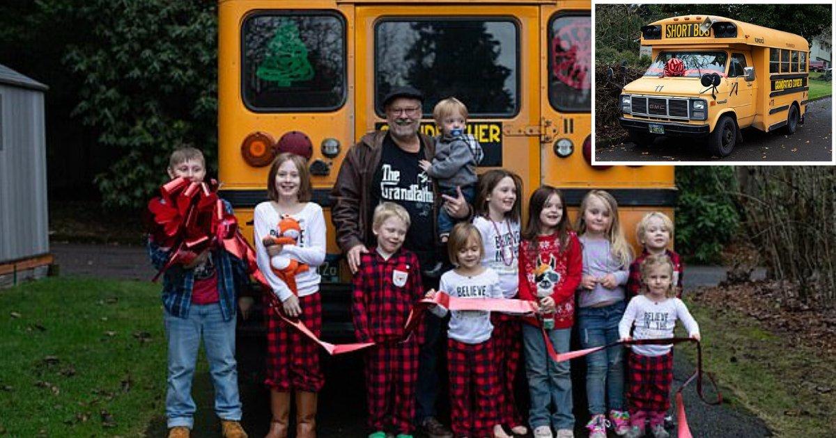d2.png?resize=412,232 - Un grand-père achète un bus scolaire pour déposer ses 10 petits-enfants à l'école