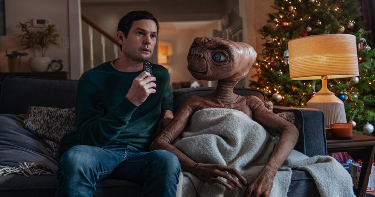 e3.jpg?resize=1200,630 - Touching Reunion Between Elliot And E.T. In Sky's New Christmas Ad