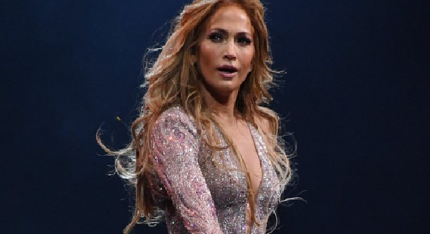 eca09cebaaa9 ec9786ec9d8c11.png?resize=300,169 - Photos : Jennifer Lopez enflamme Internet avec sa nouvelle tenue de sport