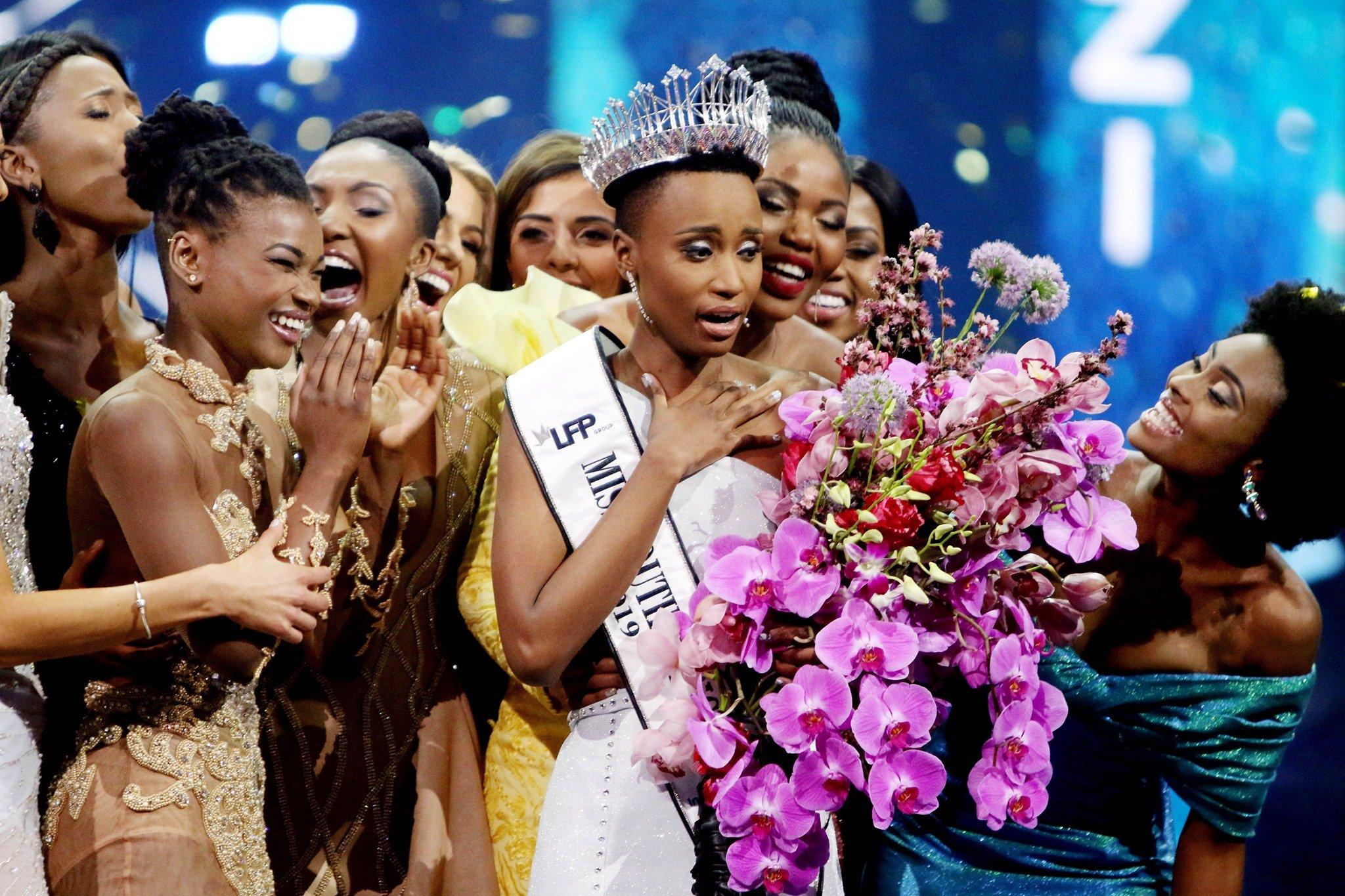 miss univers.jpg?resize=412,232 - Miss Univers : Zozibini Tunzi est la première candidate noire aux cheveux crépus à gagner le concours