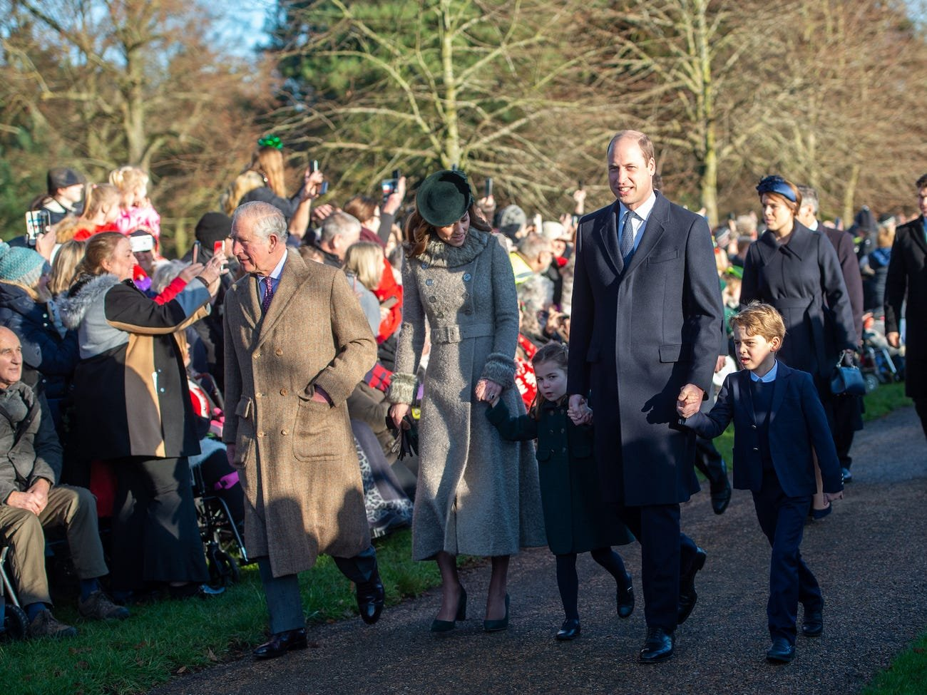 royal xmas.jpeg?resize=412,232 - La princesse Charlotte enlaçant une inconnue suscite de vives critiques à l'encontre de Kate Middleton