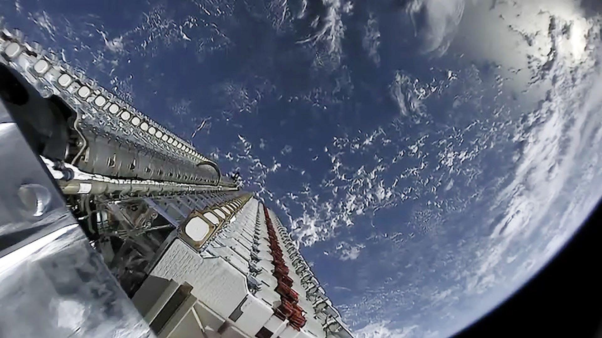 sat.jpg?resize=1200,630 - Conquête spatiale: Amazon veut aussi mettre des satellites en orbite à basse altitude