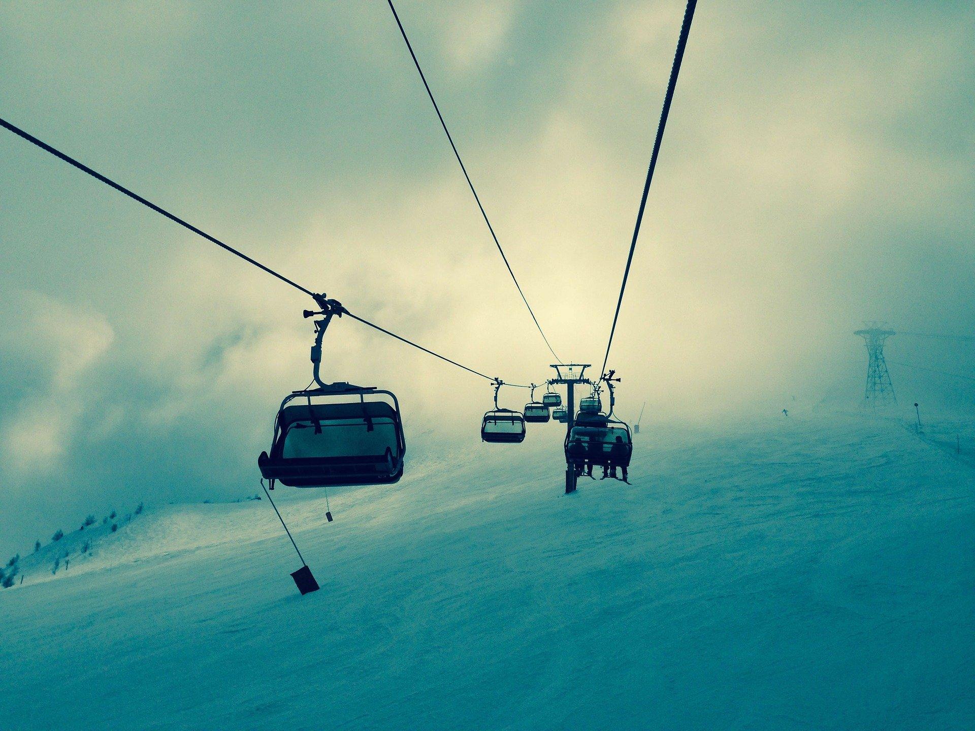 ski lift 336534 1920.jpg?resize=300,169 - Des skieurs bloqués sur un télésiège sont évacués par hélicoptère