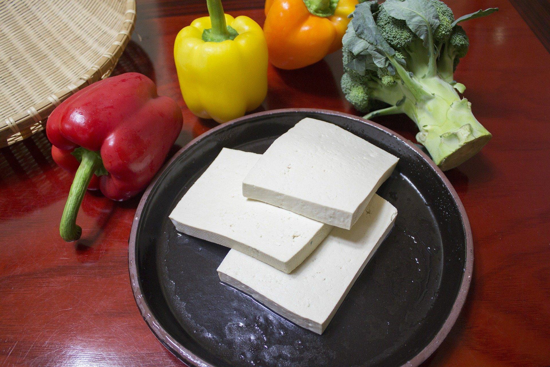 slice the tofu 597229 1920.jpg?resize=412,232 - La fabrication du tofu cause un problème écologique et sanitaire