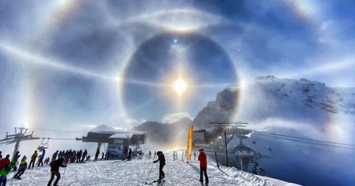 """3 3 x 3 3 3  1.png?resize=1200,630 - Voici la photo d'un """"halo de glace"""", un phénomène rare immortalisé par un skieur"""