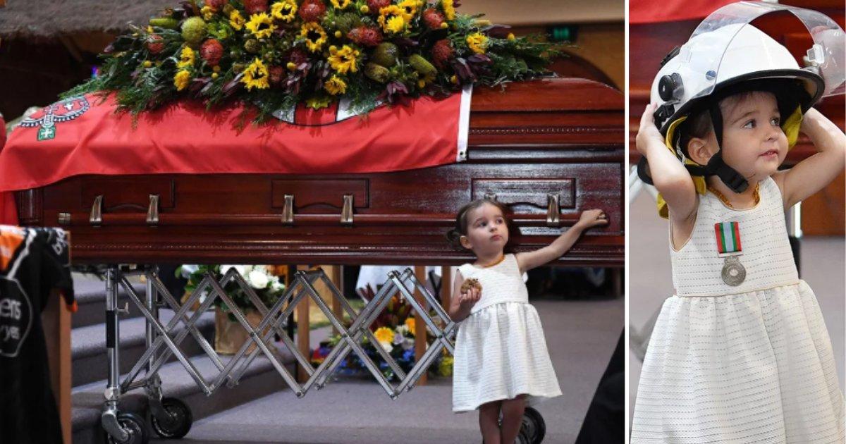 5 22.png?resize=412,232 - Cette petite fille émeut l'assemblée aux funérailles de son père