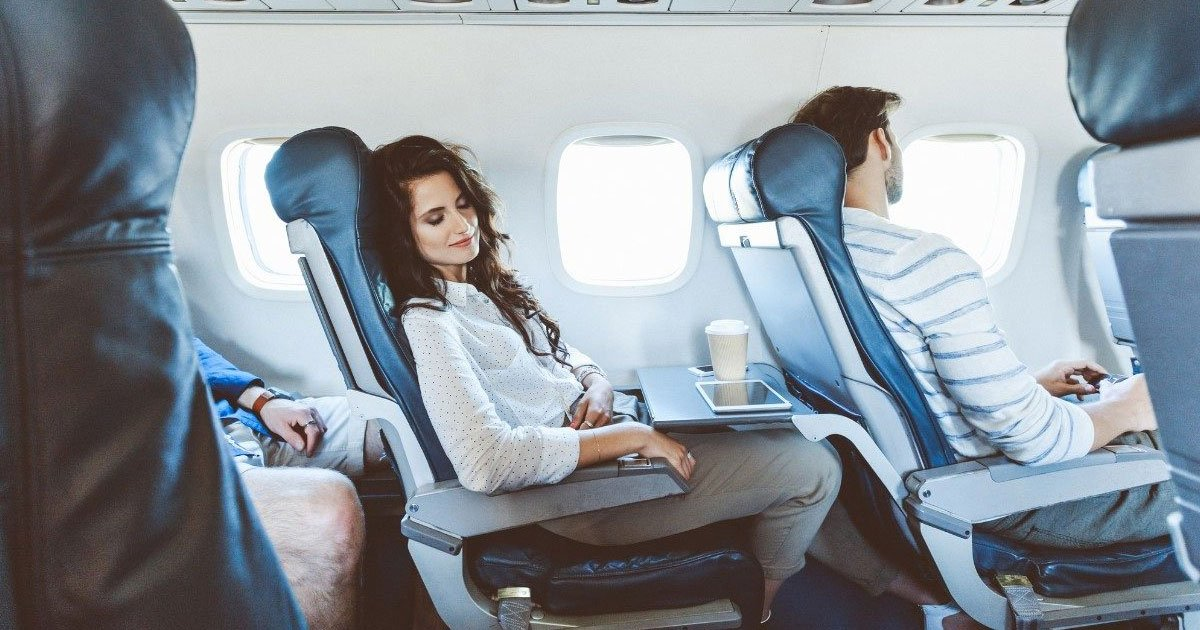 9 tips to get perfect sleep in the aeroplane.jpg?resize=1200,630 - 8 Tips To Get The Perfect Sleep While Traveling By Plane