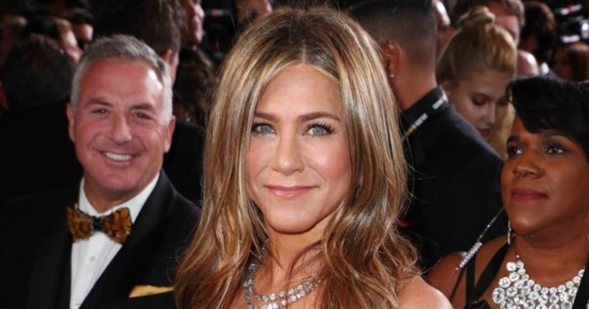 aniston.png?resize=1200,630 - Jennifer Aniston Snubbed Critics' Choice Awards To Reunite With Lisa Kudrow And Courtney Cox