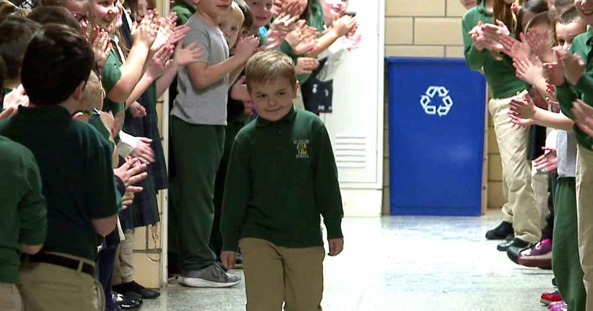 boy got standing ovation cancer.jpg?resize=1200,630 - Six-Year-Old Boy Received A Standing Ovation By Classmates After Finishing The Last Round Of Chemotherapy
