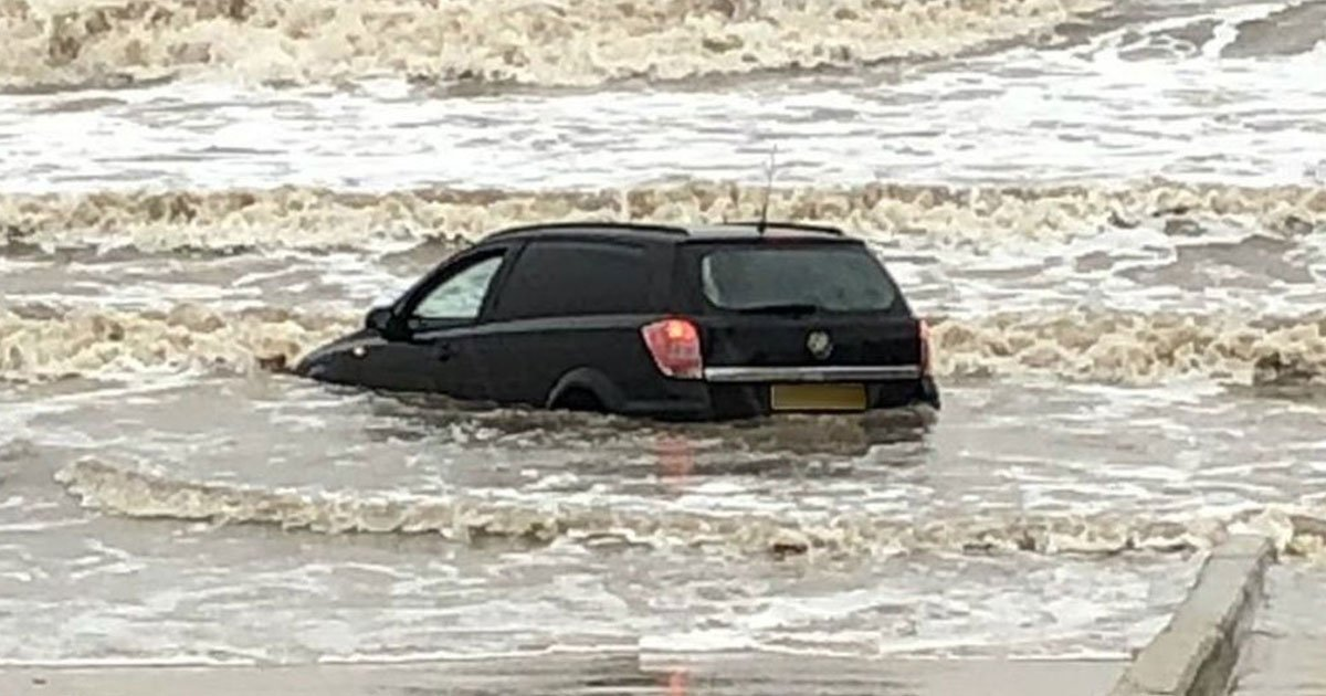 car stuck blackpool beach.jpg?resize=1200,630 - Video Of A Car Floating In The Water On Blackpool Beach After Storm Brendan Hits the UK