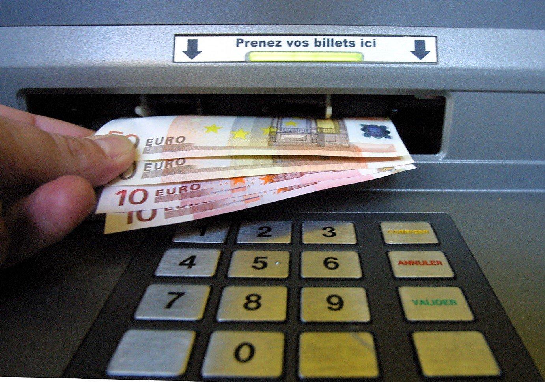 dab.jpg?resize=1200,630 - Grève: risque d'une pénurie de billets aux distributeurs suite à la mobilisation des salariés de la Banque de France