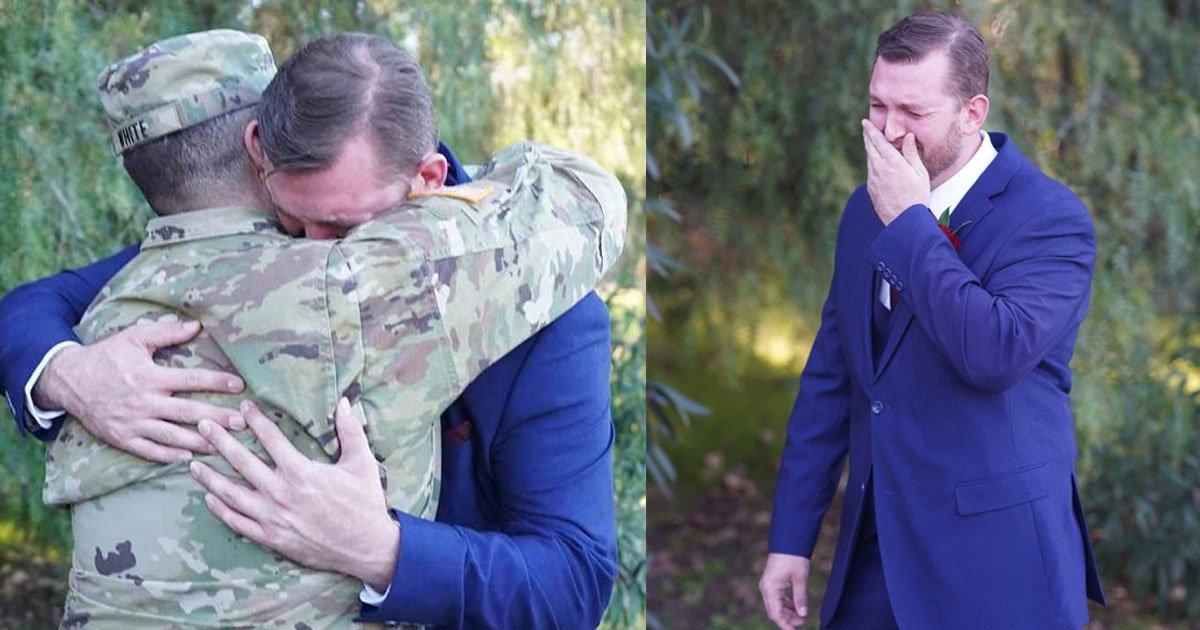groom amazed to see his best friend who was supposed to be deployed on his wedding day.jpg?resize=412,232 - Le marié se met à pleurer en voyant son meilleur ami qui était censé être déployé le jour de son mariage