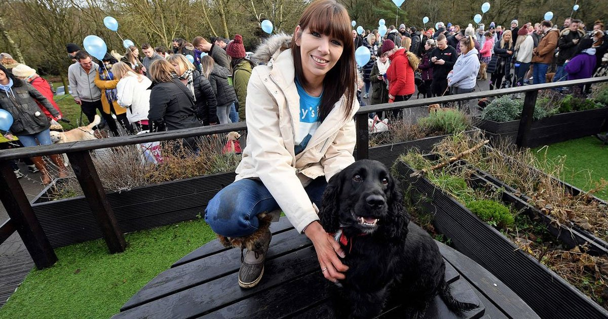 hundreds joined the owner of terminally ill cocker for his final trip to the park.jpg?resize=1200,630 - Hundreds Joined The Owner Of Terminally-Ill Dog For His Final Trip To The Park