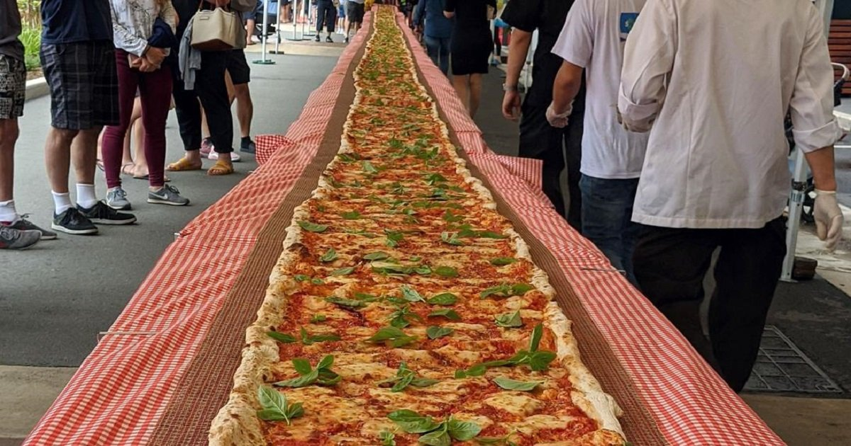 p3 8.jpg?resize=1200,630 - Italian Restaurant Created A 300-Foot Pizza To Help Fundraise For Firefighters
