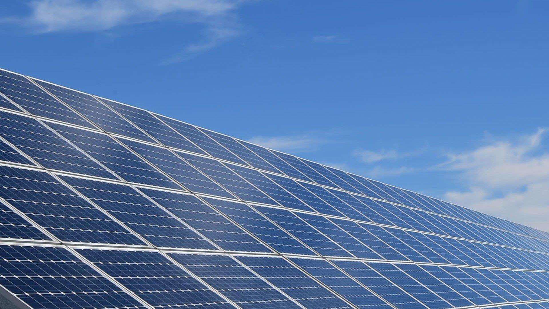 panneaux solaires.jpg?resize=412,232 - Énergie renouvelable: on a enfin découvert le moyen de stocker l'énergie solaire