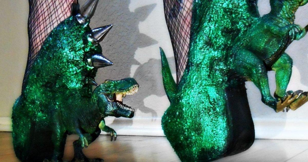 05a9caca4ddd4e8cabccc85a108ad17d e1581438677556.jpg?resize=1200,630 - Insolite : Si tu aimes les dinosaures et Jurassic Park alors il te faut ces escarpins T-Rex !