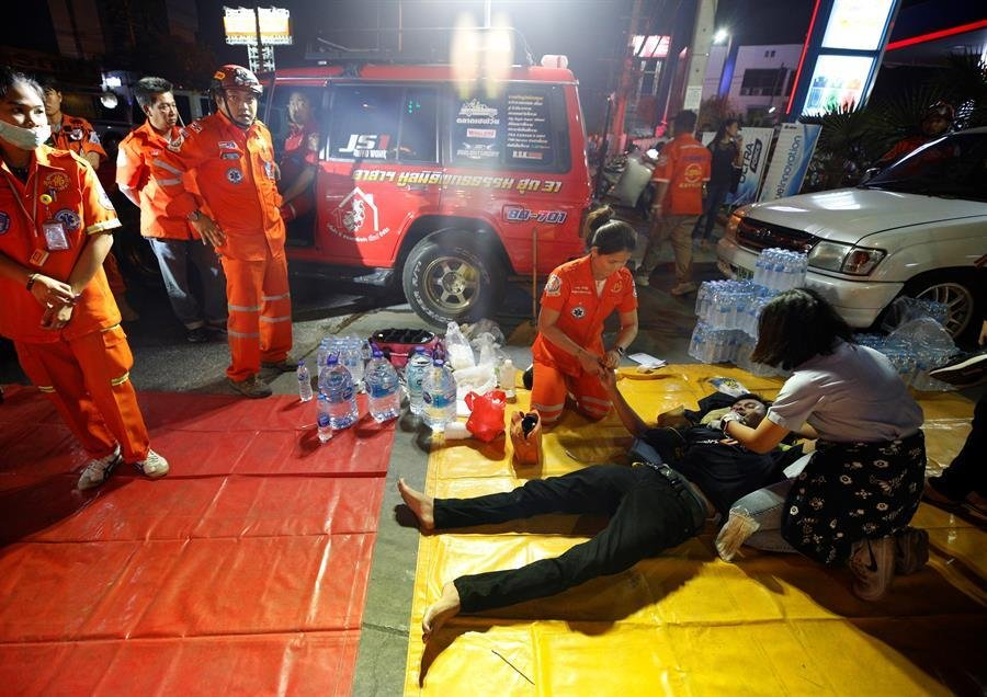 Resultado de imagen de soldado centro comercial tailandia
