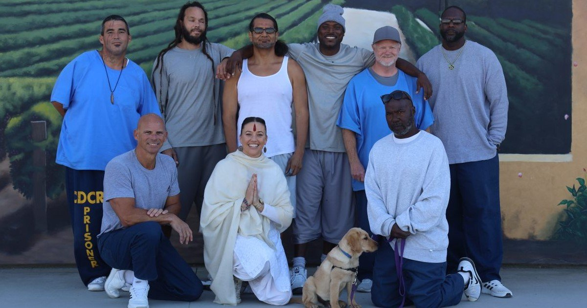 2 105.jpg?resize=300,169 - Brothers Helped Paint A Gigantic Mural In Prison For An Innovative Rehabilitation Project