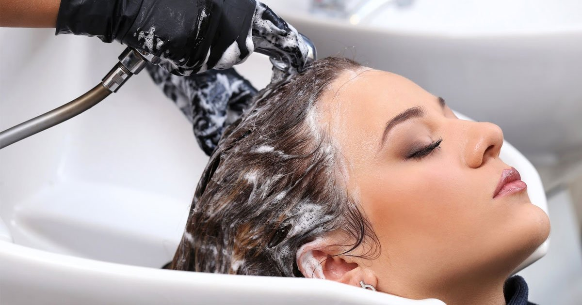 a hairdresser revealed shampooing your hair every day could be doing more harm than good.jpg?resize=412,232 - A Hairdresser Recommends Washing Your Hair Every Two To Three Days Unless You Have An Oily Scalp