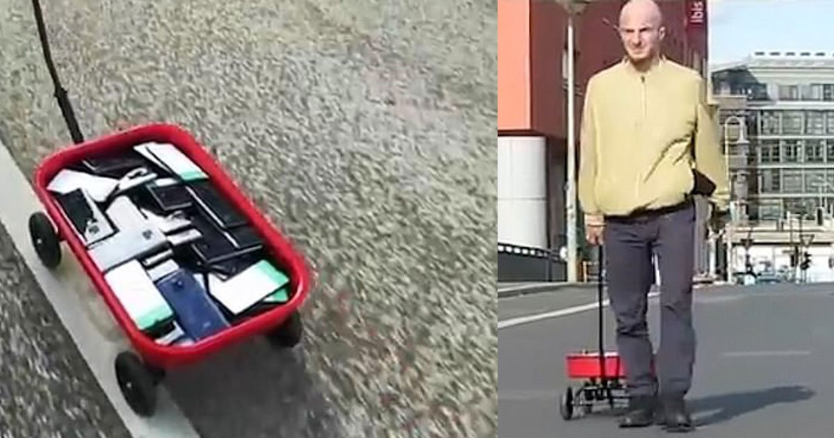 an artist created a fake traffic jam on google maps by walking around with a cart full of smartphones.jpg?resize=1200,630 - A Man Created A Fake Traffic Jam On Google Maps By Walking Around With A Cart Full Of Smartphones