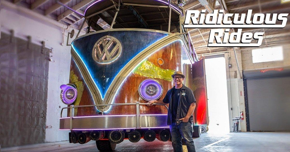 b3.jpg?resize=412,232 - A Man Custom-Made An Incredible Replica VW Party Bus
