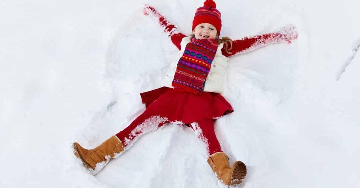 enfants hiver e1581203452900.jpg?resize=412,232 - Les enfants peuvent s'amuser dehors en hiver : Ne craignez pas le froid mais plutôt les espaces confinés et remplis de monde