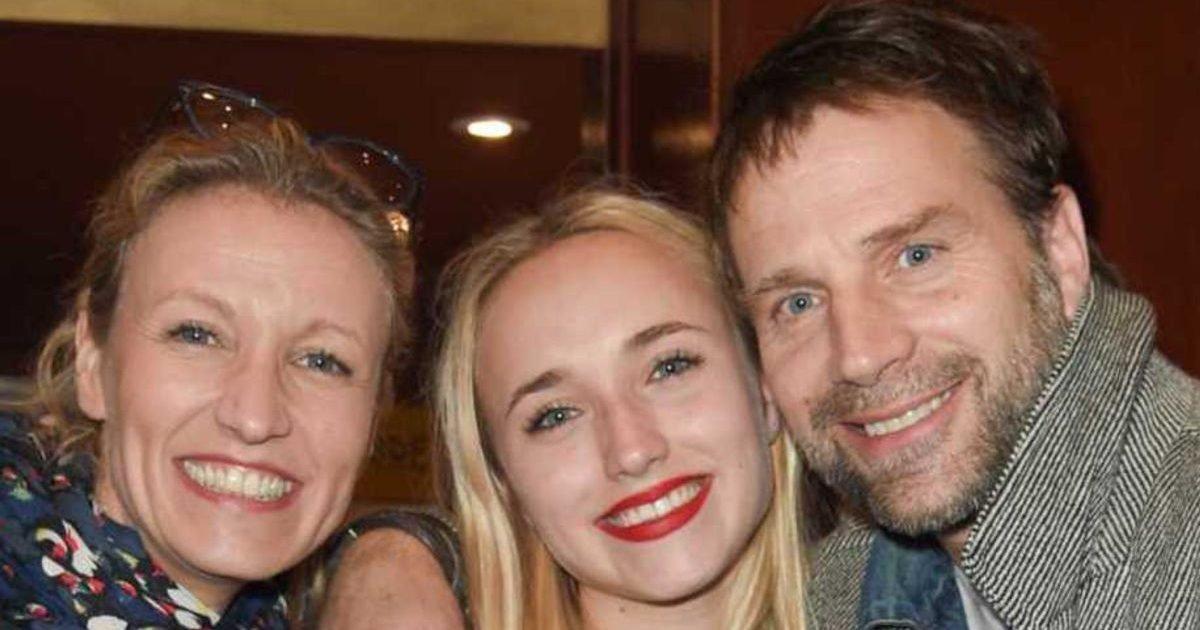 gala 1 e1582115134370.jpg?resize=412,232 - Réunion de famille : Alexandra Lamy, son ex et leur fille s'éclatent au concert d'Angèle