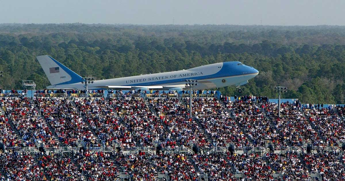 getty 4.jpg?resize=1200,630 - Trump Campaign Manager Tweets Wrong Air Force One Photo at the Daytona 500