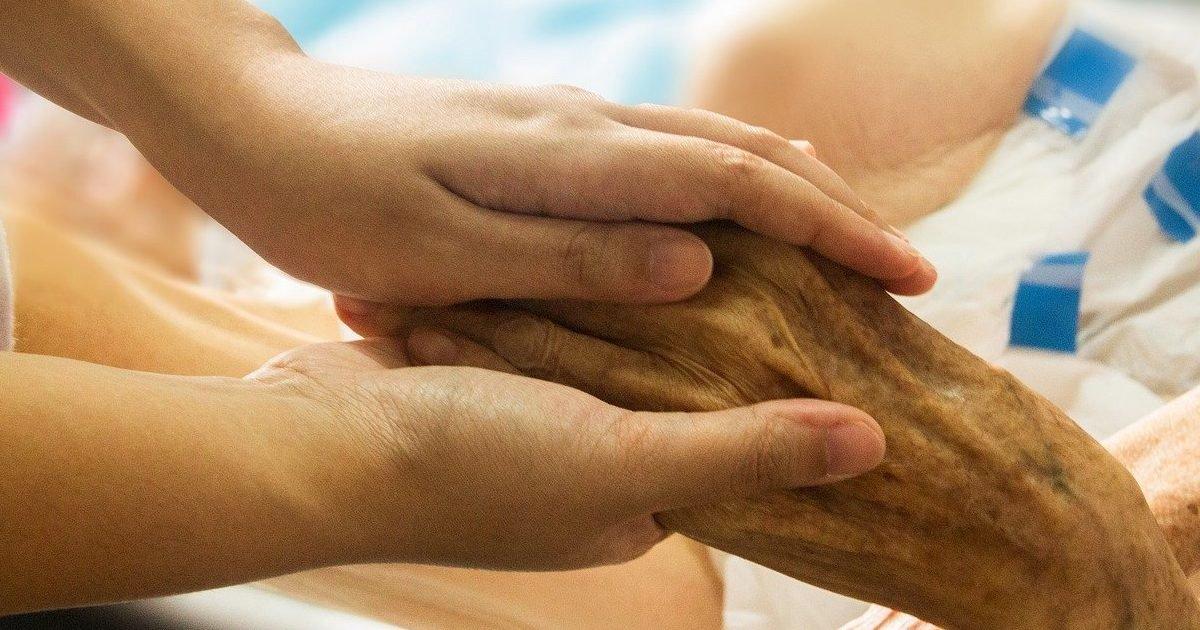 hand in hand 1686811 1280 e1581383716779.jpg?resize=412,232 - Fin de vie à domicile : la Haute Autorité de santé veut faciliter les traitements à domicile en donnant l'accès aux médecins de ville