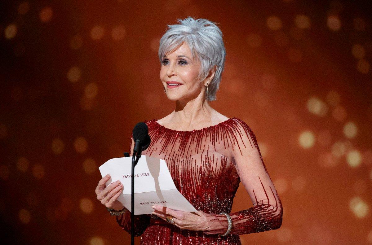 jane fonda oscars 2020 red carpet fashion elie saab couture tom lorenzo site 1.jpg?resize=300,169 - Jane Fonda renonce à la chirurgie esthétique pour finalement s'accepter telle qu'elle est à 82 ans !