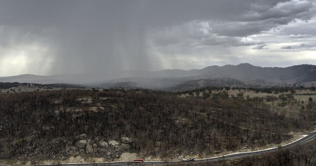 thumbnail 7.jpg?resize=412,232 - Devastating Australian Bush Fire 'Contained' For The First Time in New South Wales