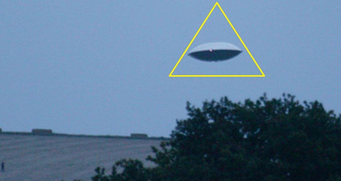ufo.jpg?resize=1200,630 - Secret d'État: le gouvernement britannique rend public ses rapports d'enquêtes sur les OVNIS