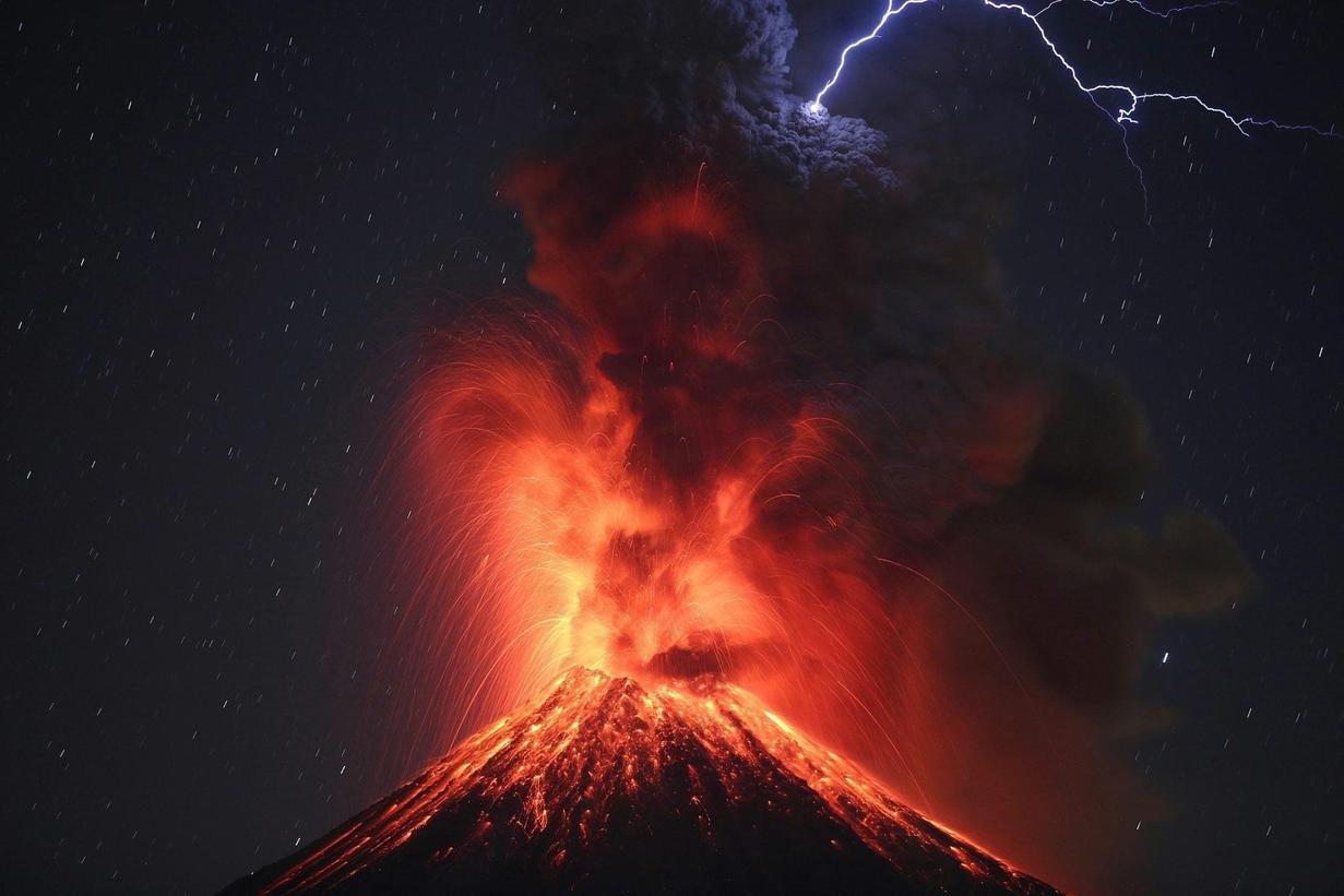 volcano convertimage.jpg?resize=412,232 - Les 9 photos les plus incroyables de ces dernières années