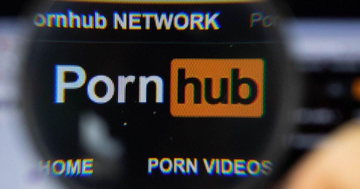 """gnadoe magazine e1584442319784.jpg?resize=1200,630 - Confinement : """"Pornhub"""" offre un abonnement gratuit à tous les français !"""