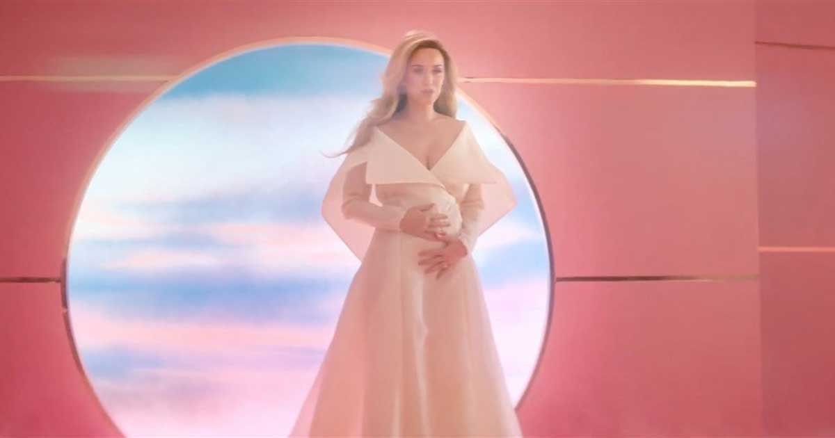 katy perry capitol records zuma press.jpg?resize=412,232 - Katy Perry Reveals Pregnancy In Her New Music Video