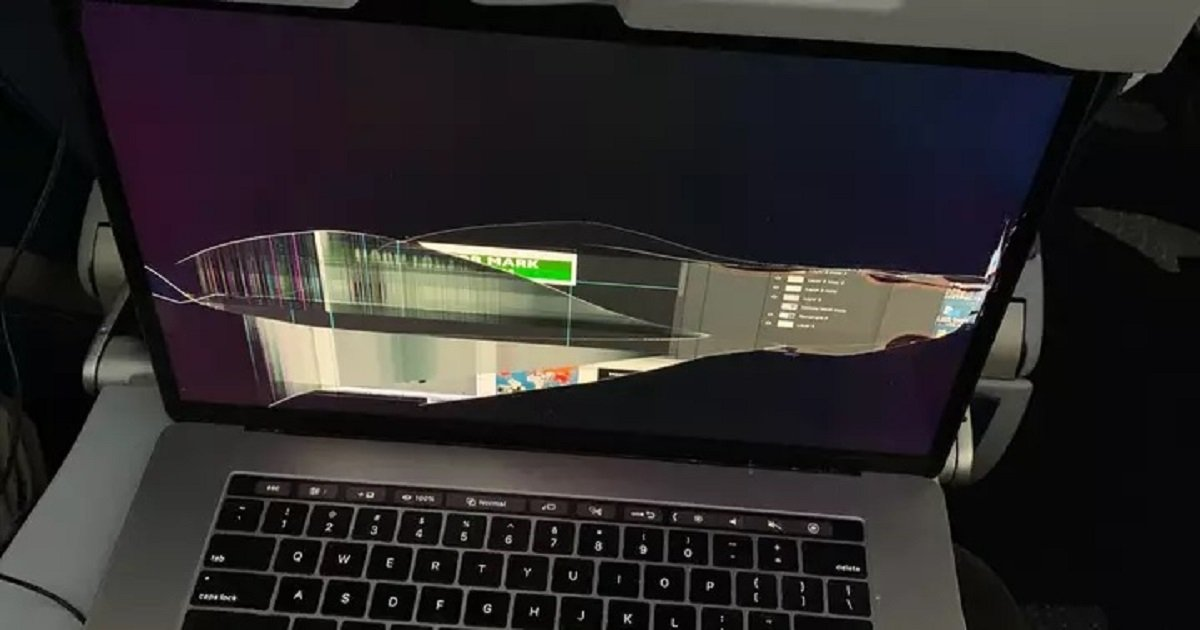 l3.jpg?resize=1200,630 - Delta Passenger's MacBook Screen Damaged As The Person In Front Reclined The Seat