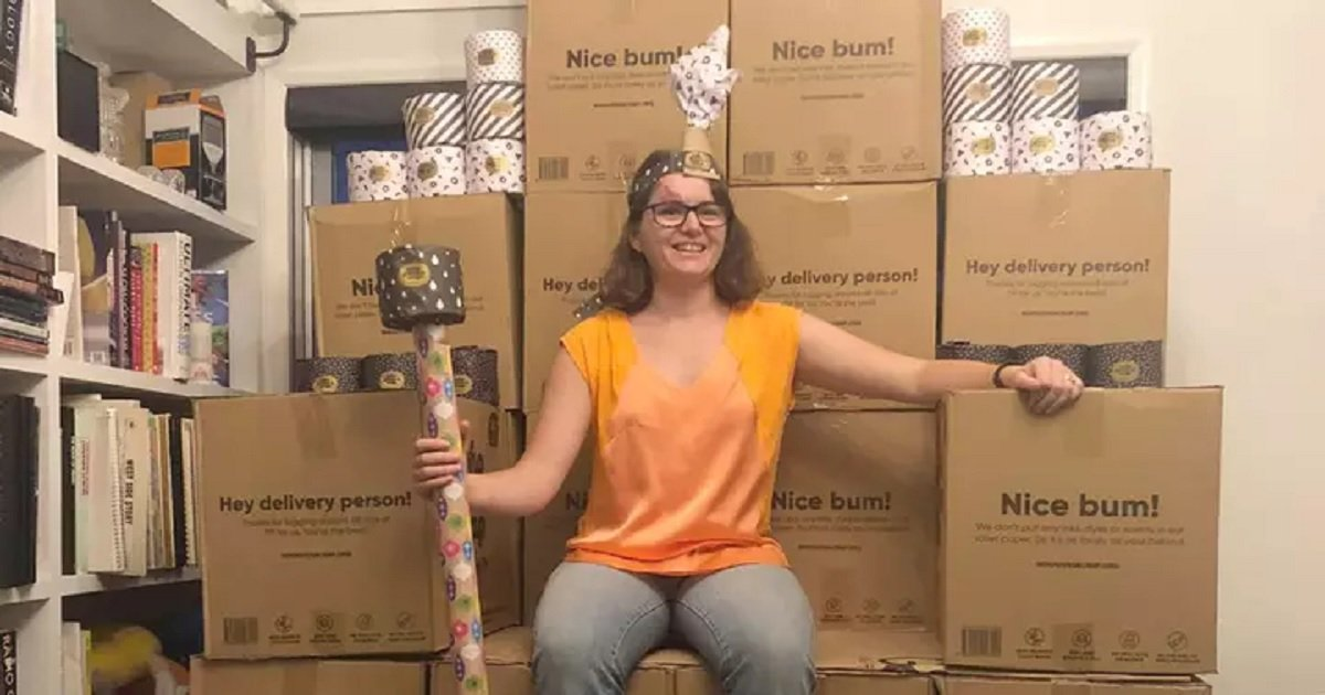 t3 3.jpg?resize=1200,630 - Couple Who Accidentally Ordered 2,300 Tissue Rolls Made A Hilarious Toilet Paper Throne