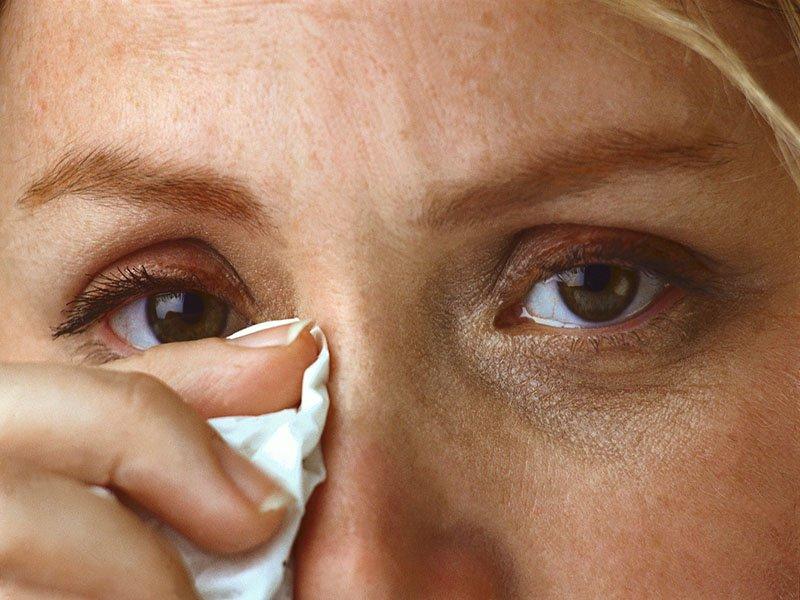 Is Pink Eye a Symptom of Coronavirus? - MedicineNet Health News