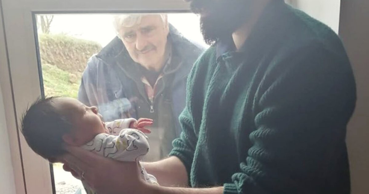 grandpa2.png?resize=412,232 - Heartbreaking Moment Grandfather Meets First Grandchild Through A Window Amid Coronavirus Social Distancing