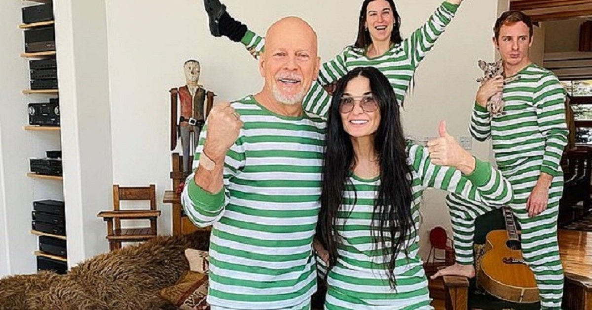 p3 4.jpg?resize=1200,630 - Demi Moore And Bruce Willis Wore Matching Pajamas For A Family Photoshoot During Self-Isolation