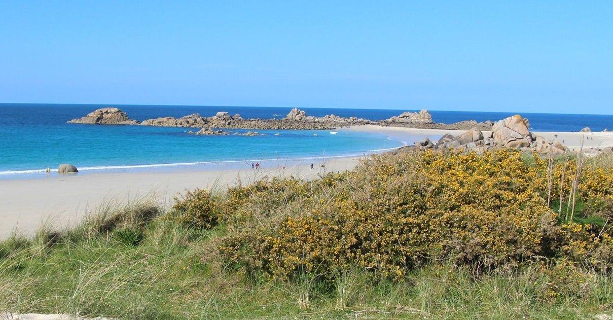 plage.jpg?resize=300,169 - Insolite: dans le Finistère, un homme a été contrôlé alors qu'il se baignait nu après son footing