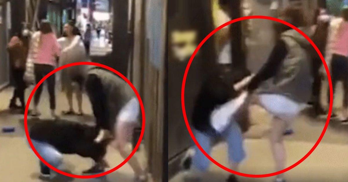 sabetsu.png?resize=1200,630 - 「コロナをばらまかないで!」根拠もないのに突然通行人に髪を引っ張られボコられた女性の映像がヤバい…