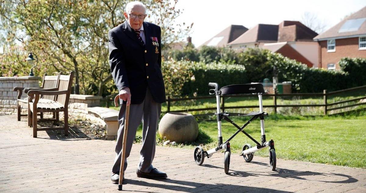 tom moore.jpg?resize=412,232 - Héros: un homme de 99 ans a collecté 23 millions d'euros pour le personnel soignant !